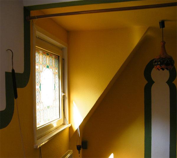 fensterfolie arabeske bedruckte glasdekorfolie als buntglasfenster. Black Bedroom Furniture Sets. Home Design Ideas